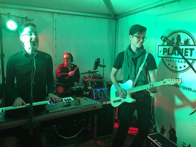 PLANET Partyband LIVE in Eckernförde und sehr gern auch in Ihrer Stadt. Fragen Sie uns unverbindlich an unter info@planet-partyband.de