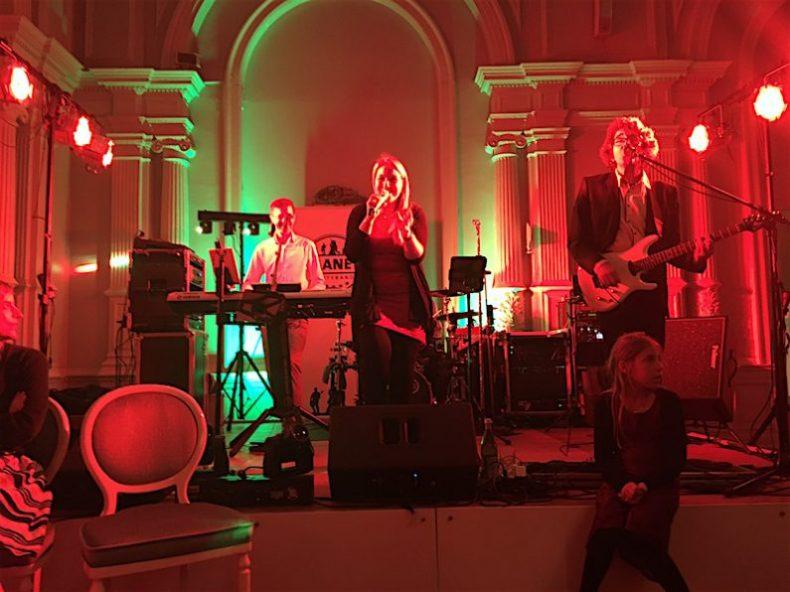 PLANET Partyband - Ihre Band für Events aller Art - Hochzeitsband Hamburg, Schleswig-Holstein, Bremen und Niedersachsen.