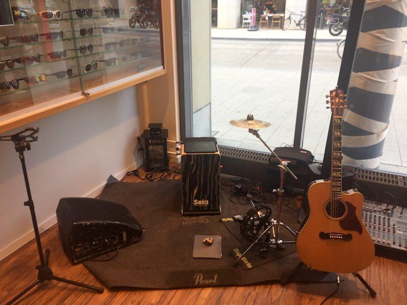 PLANET Unplugged Akustik für Ihr Event. Der Platz ist klein, das Budget begrenzt ? LIVE-Musik hautnah und zum Anfassen ! PLANET Unplugged - vom Wohnzimmerkonzert bis zu großen Bühnen.